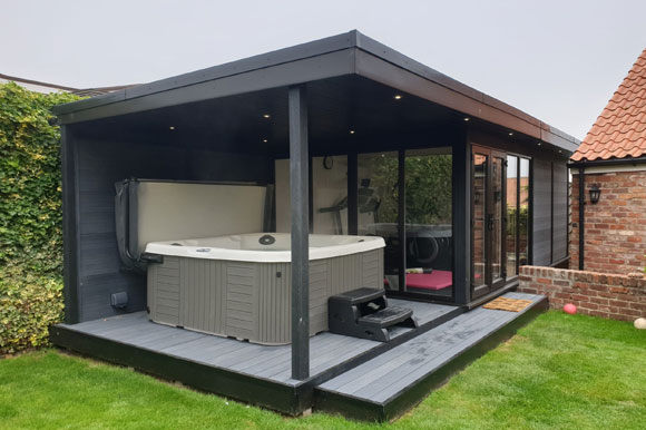 Relaxing Garden Room Hot Tub Retreat Leicester
